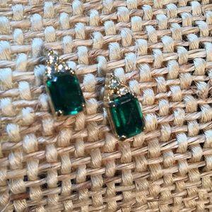 Jewelry - Faux Emerald earrings